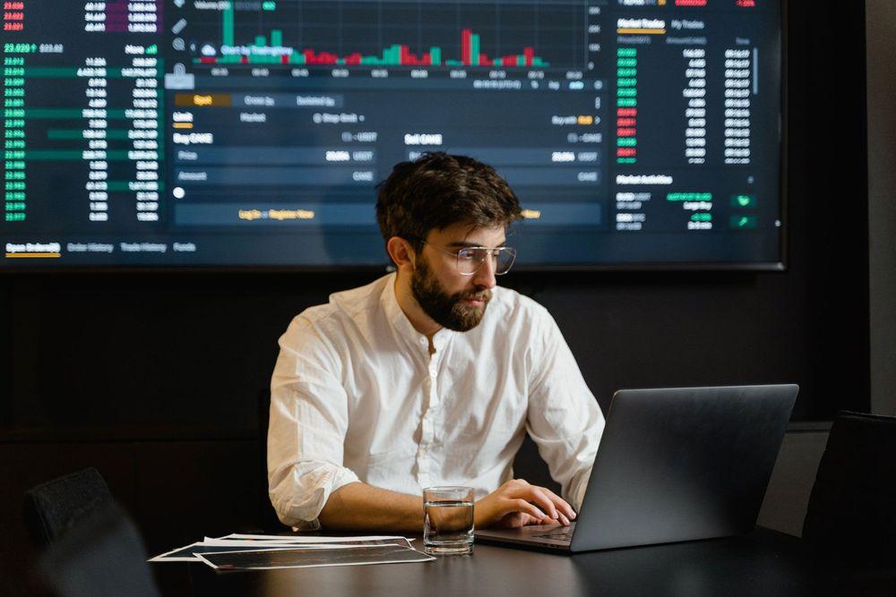 Con el auge y crecimiento de las criptomonedas, cada vez más son las empresas y prestadores de servicio que aceptan esta moneda virtual como forma de pago.